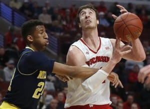 Wisconsin Badgers Basketball as opponent misses opportunity to block shot